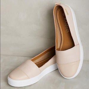 NWOT Kaanas Light Pink Serengeti Slide On Sneakers